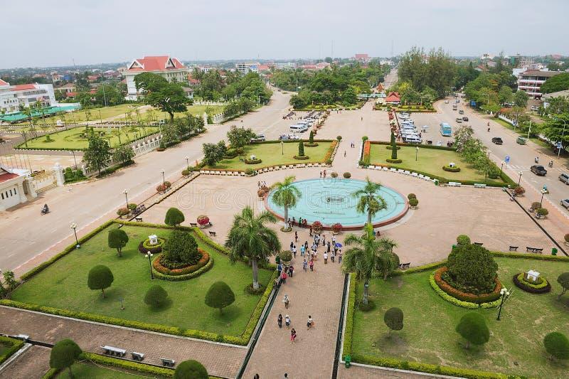 Widok Patuxay park od zwycięstwo zabytku w Vientiane, Laos obrazy stock