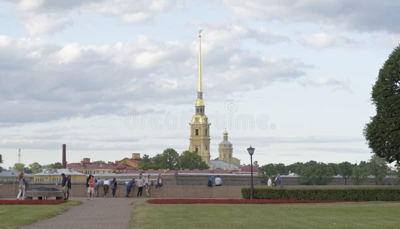 Widok Peter i Paul forteca z Vasilevsky wyspą w St obraz royalty free