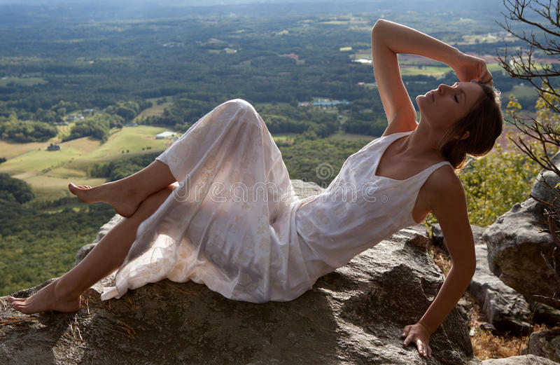 widok piękna halna sceniczna kobieta zdjęcie stock