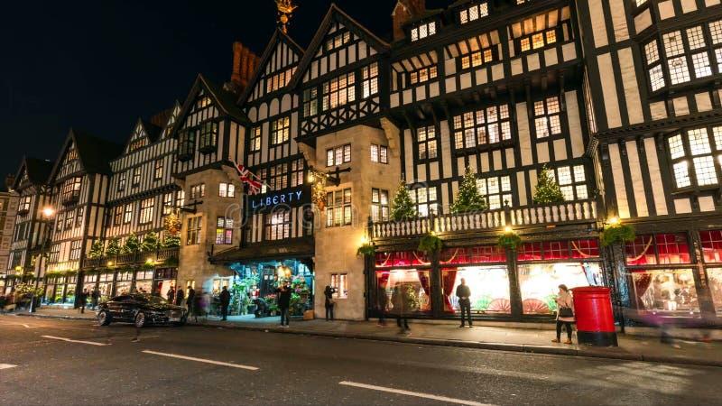 Widok piękni bożonarodzeniowe światła w środkowym Londyn fotografia royalty free