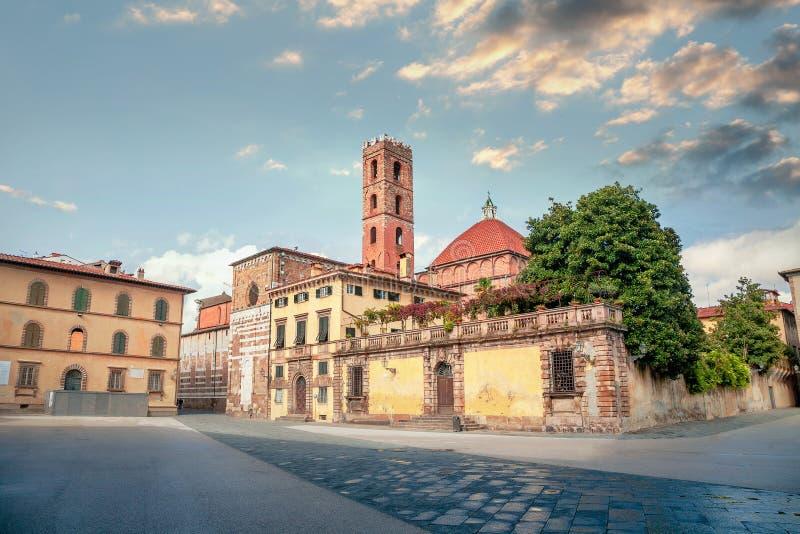 Widok placu San Martino i kościoła San Giovanni Lucca, Toskania, Włochy fotografia stock