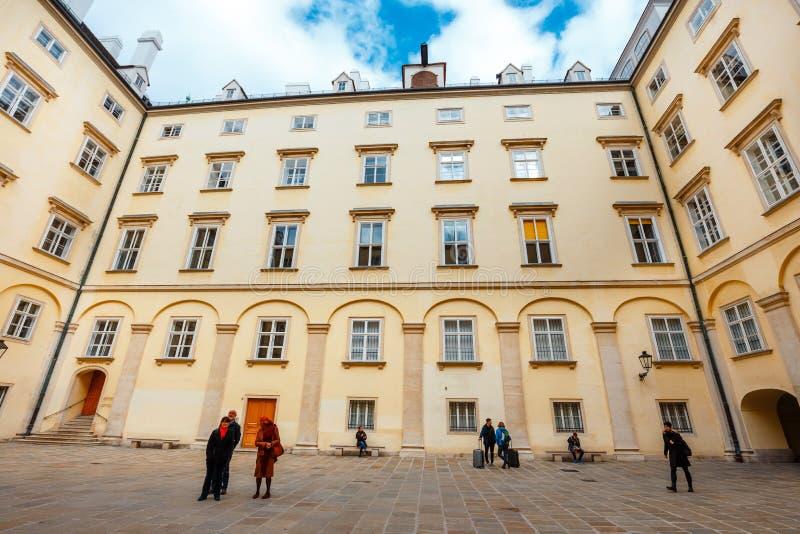Widok podwórze Hofburg pałac w Wiedeń, Austria obrazy royalty free