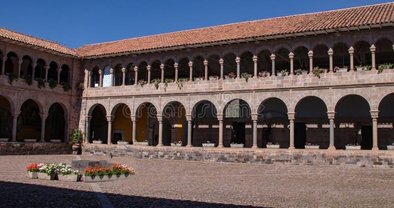 Widok podw?rze klasztor Santo Domingo zdjęcie stock