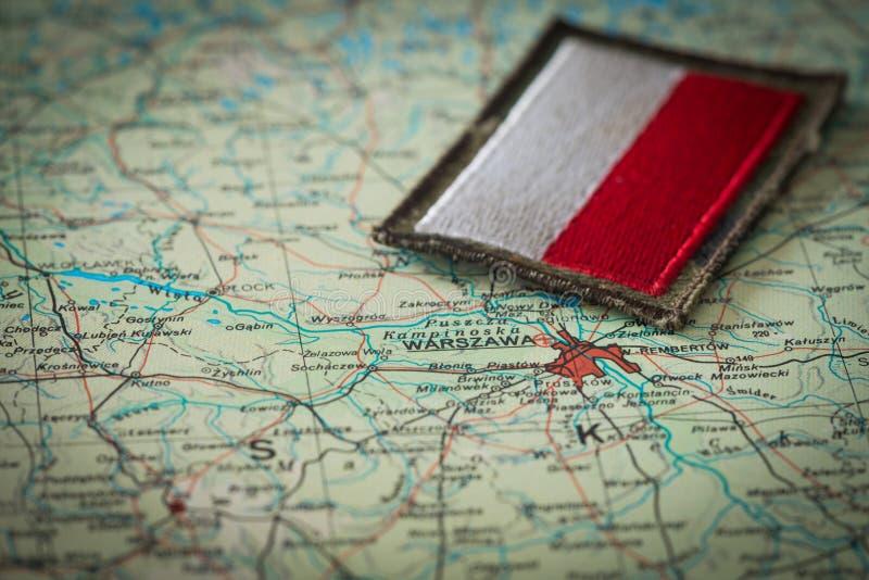 Widok Polska flaga na tle Polska mapa zdjęcie royalty free