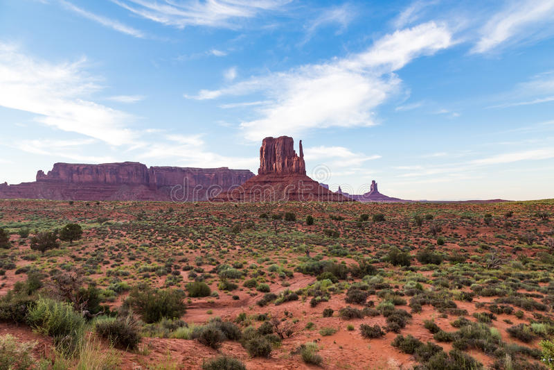 Widok Pomnikowa dolina przy półmrokiem, Utah, usa fotografia royalty free