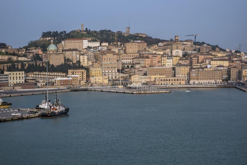 Download Widok Port Ancona Europa Od Statku Wycieczkowego 3-4-2016 Zdjęcie Stock - Obraz złożonej z ampuła, włączenia: 106906630