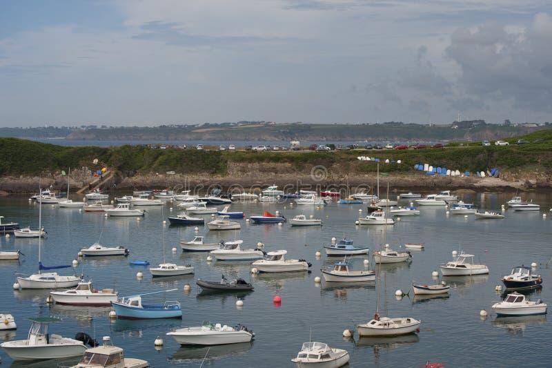 Widok port w miasteczku Le Conquet (Francja) fotografia stock