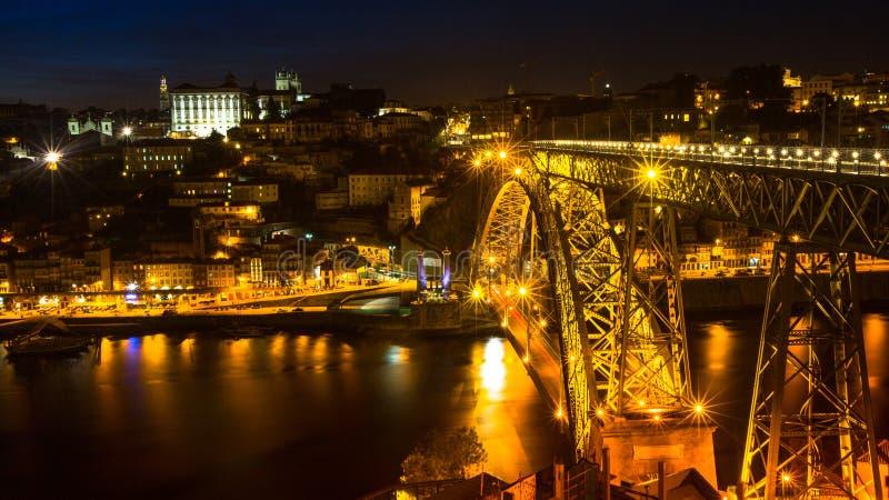 Widok Porto i Dom Luiz most przy nighttime Porto dzwoni Północnego kapitał Portugalia zdjęcie royalty free