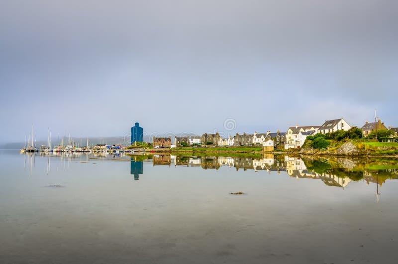 Widok Portowy Ellen miasteczko na wyspie Skye, Szkocja obraz stock