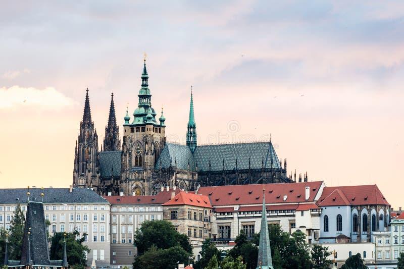 Widok Praga kasztel w wieczór, republika czech obrazy royalty free