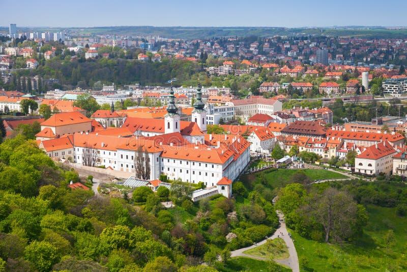Widok Praga z Strahov monasterem zdjęcie royalty free