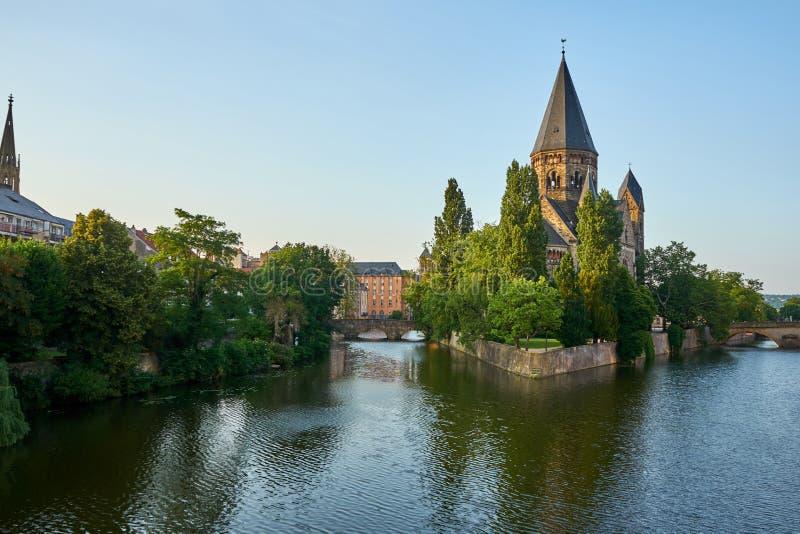 Widok Protestancka Nowa Świątynna Świątynna Neuf Kościelna wyspa przy Metz Francja zdjęcie royalty free