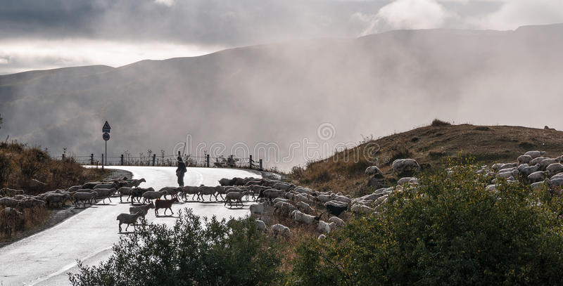 Widok przepustka w chmurach zdjęcie royalty free