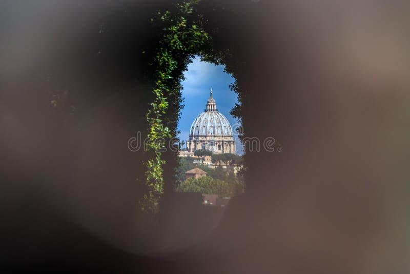 Widok przez keyhole Aventine wzgórze obraz royalty free