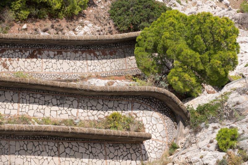 Widok Przez Krupp droga przemian od ogródów Augustus Giardini Di Augusto na wyspie Capri, Włochy fotografia stock