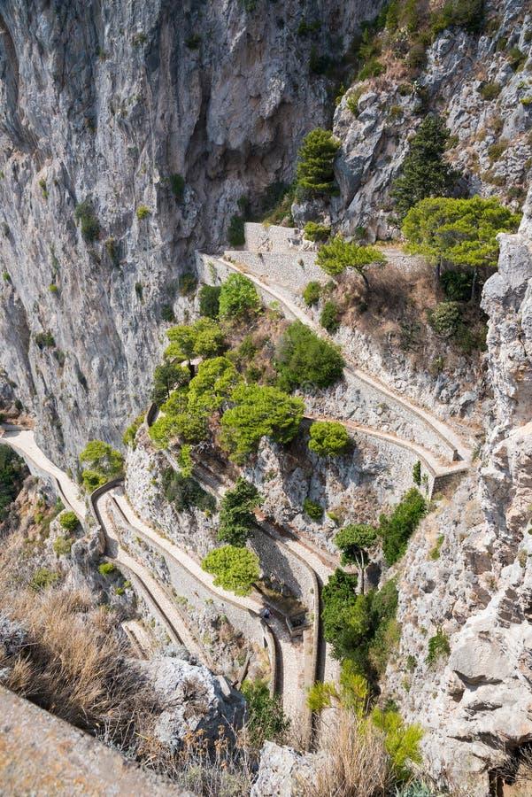 Widok Przez Krupp - meandrować ścieżkę na Capri wyspie fotografia royalty free