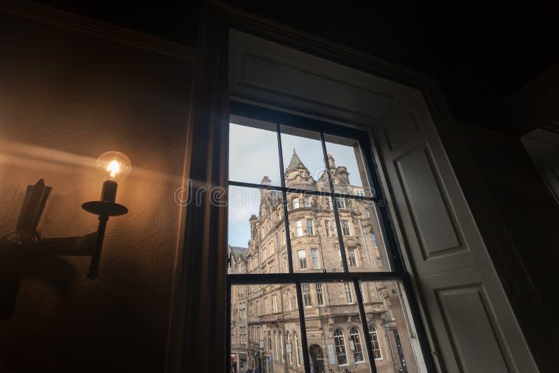 Widok przez szkła wewnątrz edinburgh zdjęcie stock