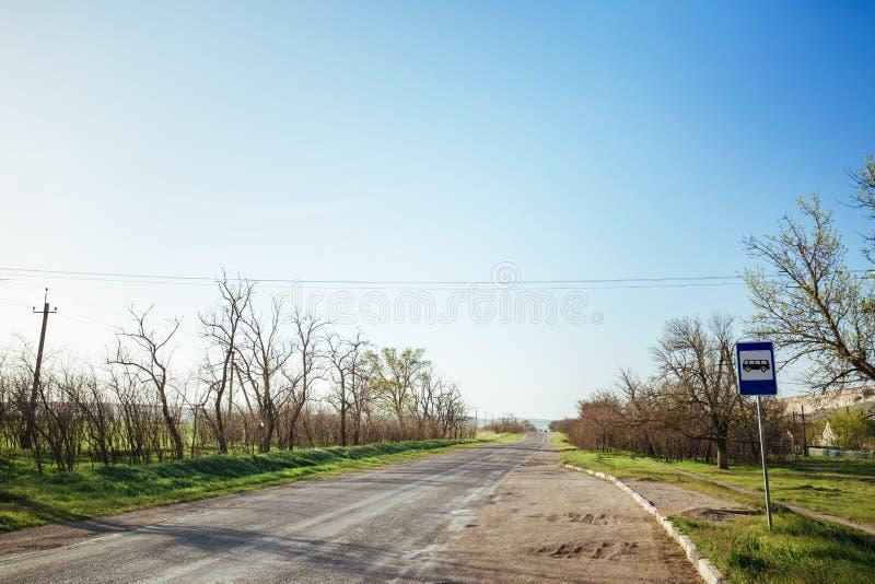 Widok przy asfaltową wiejską drogą zdjęcie stock