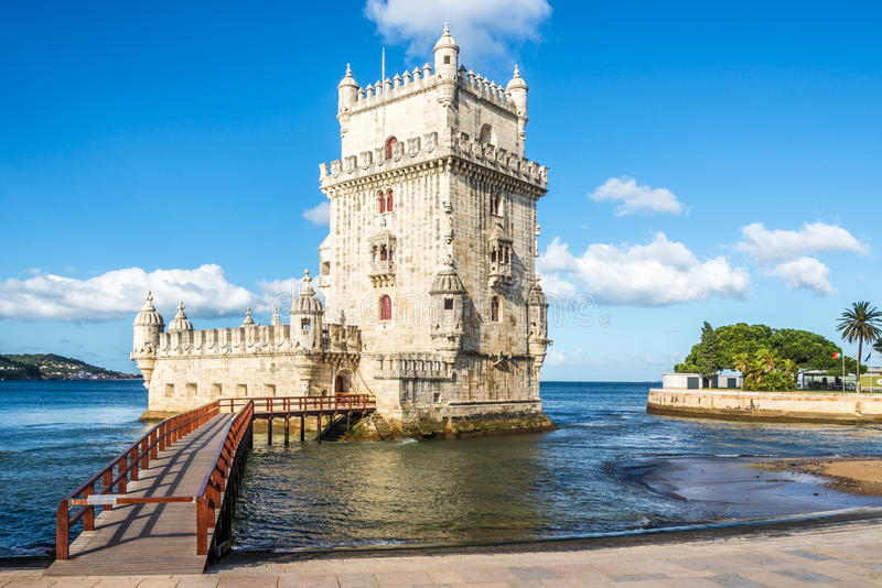 Widok przy Belem wierza przy bankiem Tejo rzeka w Lisbon, Portugalia obrazy royalty free