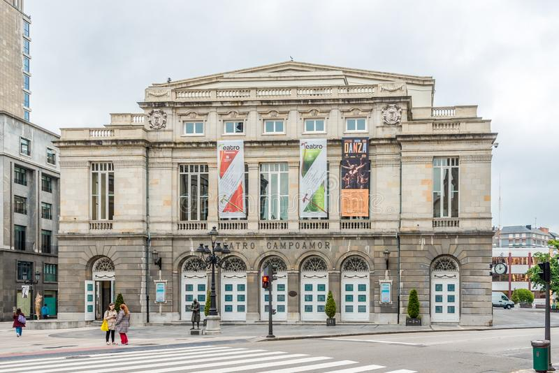 Widok przy Campoamor teatrem w Oviedo, Hiszpania - obraz stock