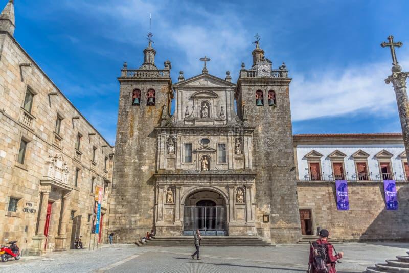 Widok przy frontową fasadą katedra Viseu zdjęcie stock
