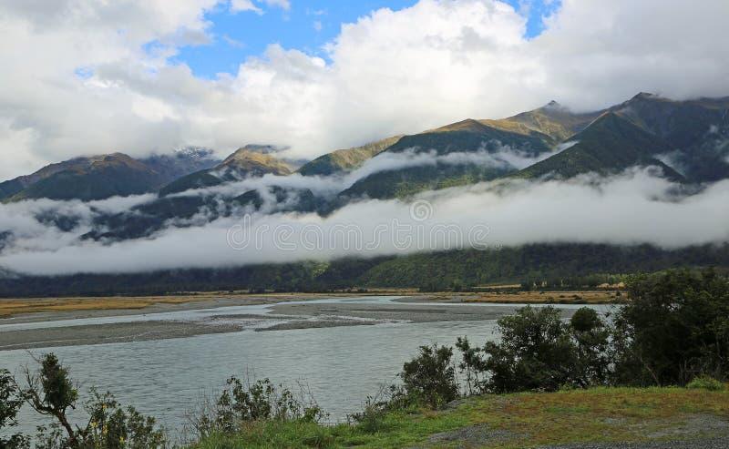 Widok przy Haast rzeki doliną zdjęcie royalty free