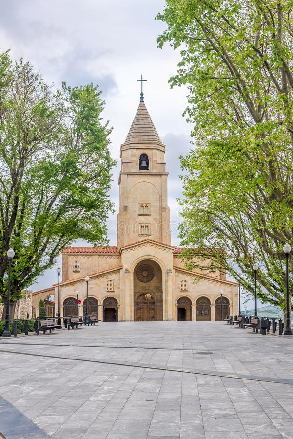 Widok przy kościół San Pedro w Gijon, Hiszpania - obraz stock