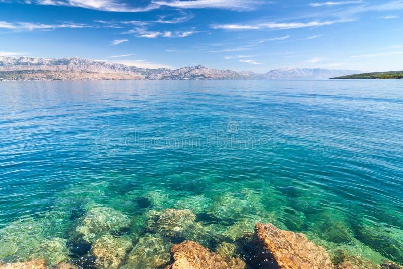 Widok przy morza i góry wybrzeżem Chorwacja od Brac obraz stock