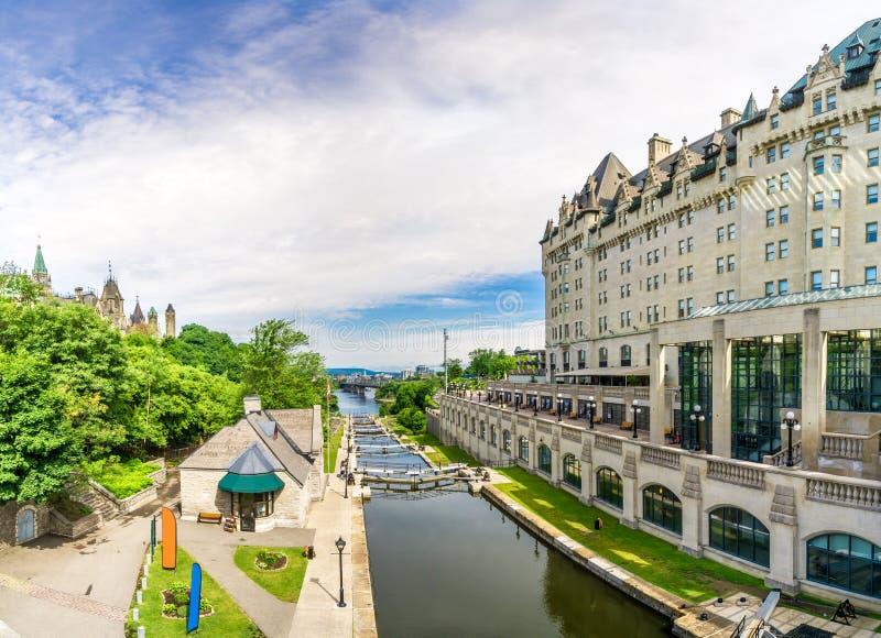 Widok przy Rideau kanałem w Ottawa, Kanada - obraz stock