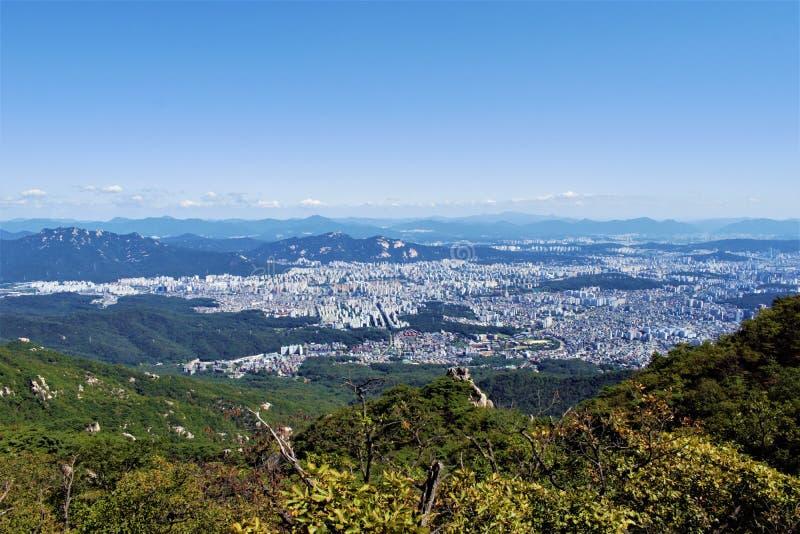 Widok przy Seul od Bukhansan parka narodowego, Seul, Korea obraz stock