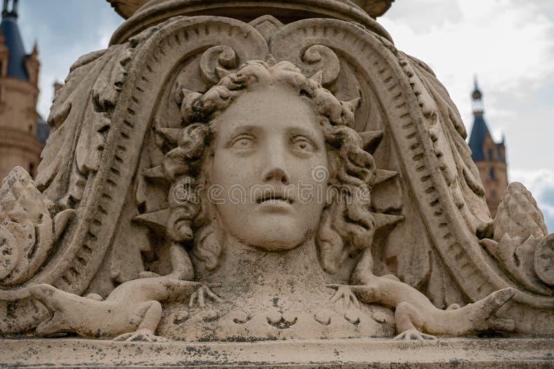 Widok przy szczegółem historyczna latarnia uliczna na Schwerin kasztelu moście obraz stock