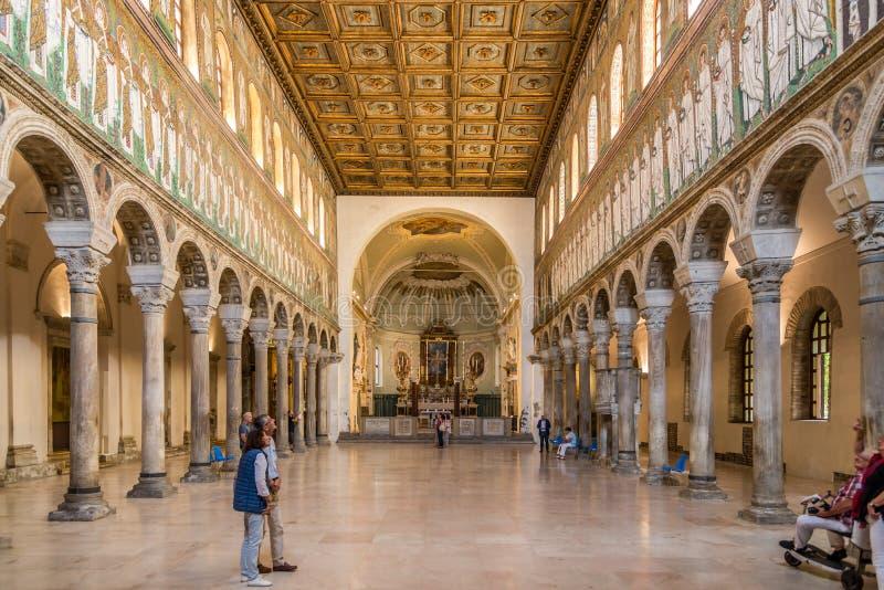 Widok przy wnętrzem Nowa bazylika Świątobliwy Apollinaris w Ravenna, Włochy - obraz royalty free