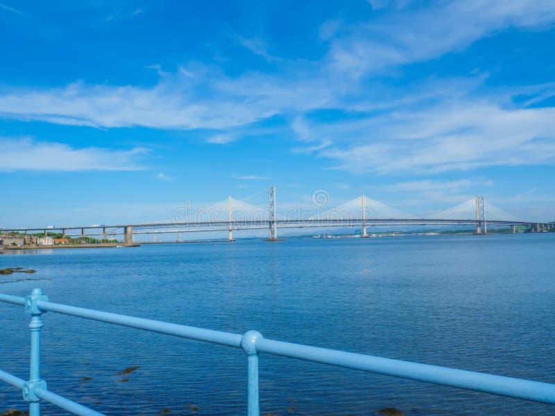 Widok Queensferry mostów nad Firth Naprzód skrzyżowanie, Edynburg, Szkocja fotografia royalty free