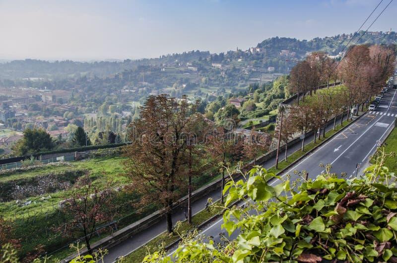 Widok równiny od Bergamo wysokiego grodzkiego starego miasteczka, Italy obrazy royalty free