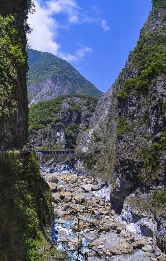 Widok Rockfall zapobiegania tunel i Liwu rzeka przy Taroko parkiem narodowym obraz royalty free