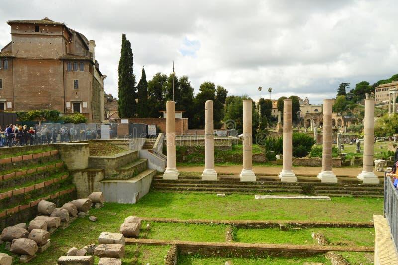 Widok Romański forum w Rzym, Włochy Romański forum jest jeden główni turystyczni miejsce przeznaczenia w Europa Piękna panorama zdjęcie royalty free