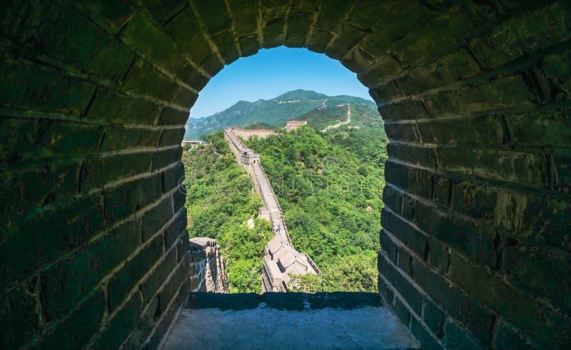 Widok ruiny wielki mur Chiny przy Mutianyu sekcją w północnym wschodzie środkowy Pekin zdjęcie stock