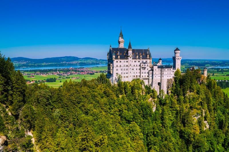Widok sławna atrakcja turystyczna w Bawarskich Alps - xix wiek Neuschwanstein kasztel obraz royalty free