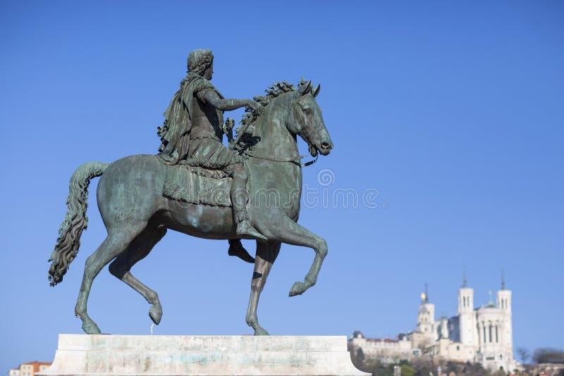 Widok sławna statua i bazylika w Lion zdjęcie royalty free