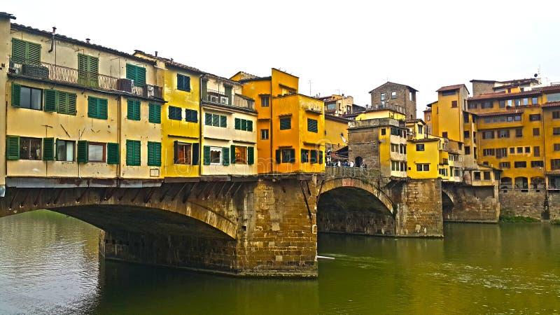 Widok sławny ponte vecchio most na Arno rzece Florence dzień i noc zdjęcie royalty free