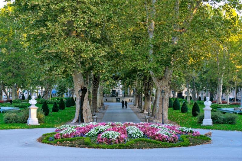 Widok sławny Zrinjevac park w centrum miasta Zagreb, Chorwacja zdjęcie royalty free