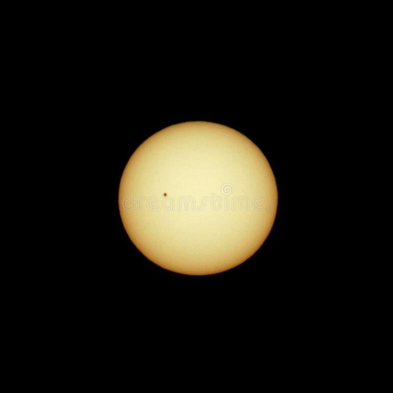 Widok słońce z pojedynczym sunspot zdjęcia stock
