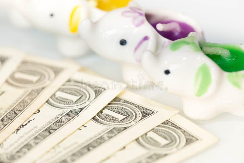 Widok słonia symbol szczęście, sukces, biali tła i dolary pieniędzy/ obrazy royalty free