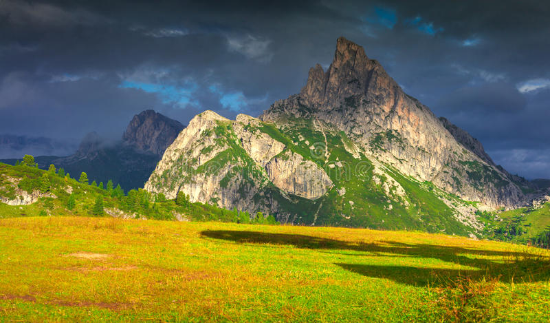Widok Sass De Stria pasmo górskie obrazy stock