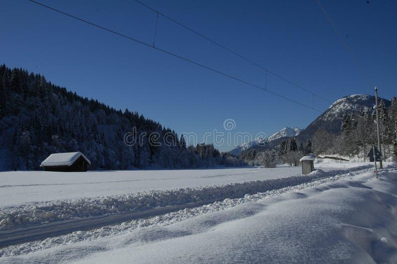 Widok sceniczny zima krajobraz w Bawarskich Alps zdjęcia royalty free