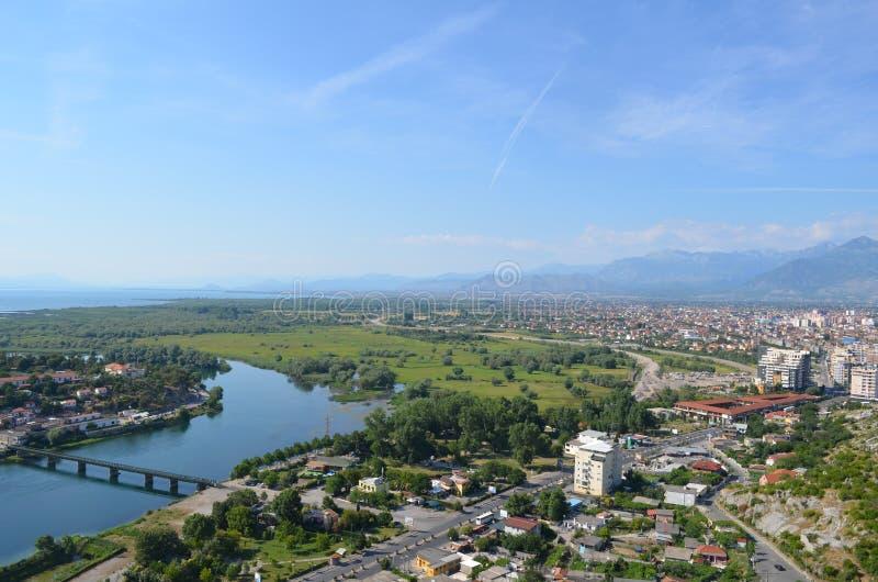 Widok Shkodra i swój Otaczająca natura widzieć od Rozafa kasztelu, Albania obrazy royalty free