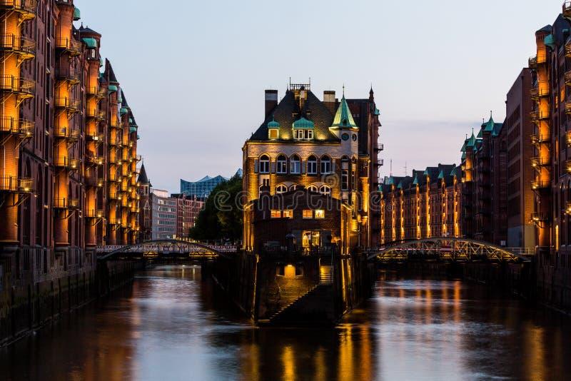 Widok Speicherstadt, także nazwany Hafen miasto w Hamburg, obraz stock