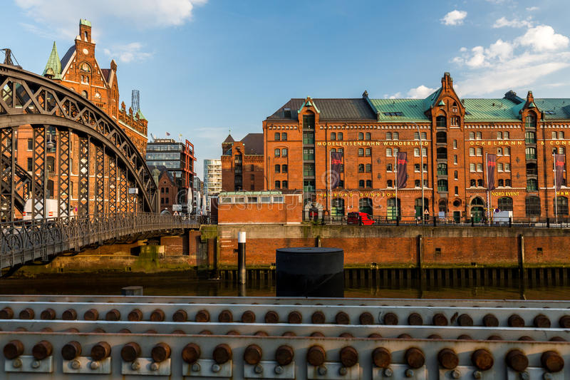 Widok Speicherstadt, także nazwany Hafen miasto w Hamburg, zdjęcia stock