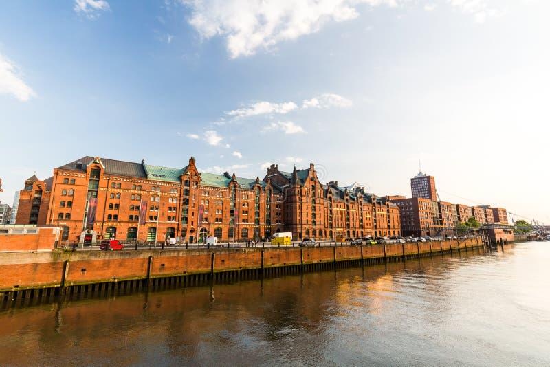 Widok Speicherstadt, także nazwany Hafen miasto w Hamburg, zdjęcie stock