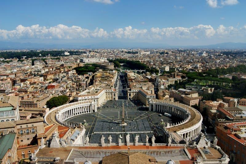 Widok St Peter ` s kwadrat od kopuły Papieska bazylika zdjęcie royalty free